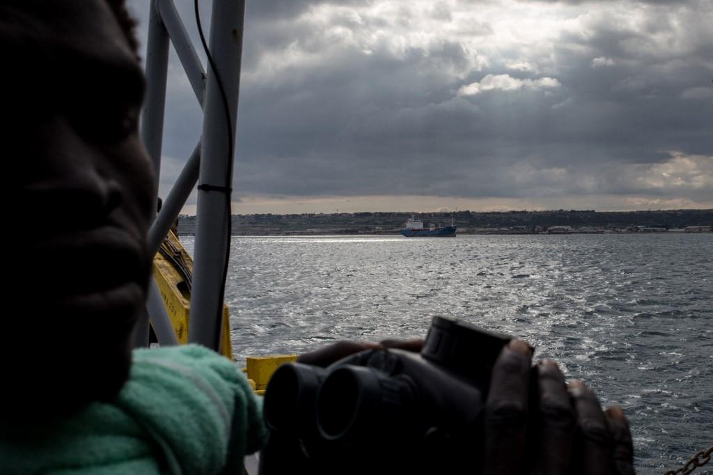 Italie: 43 migrants toujours bloqués en mer