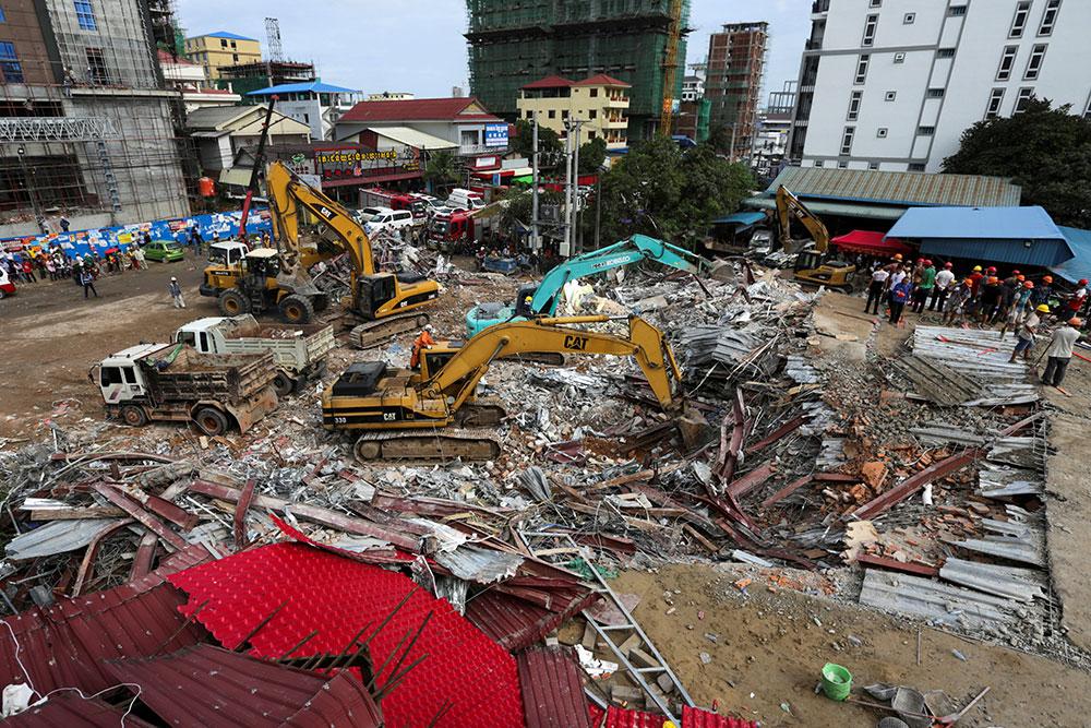 Immeuble effondré au Cambodge: au moins 28 morts, deux survivants miraculeusement retrouvés