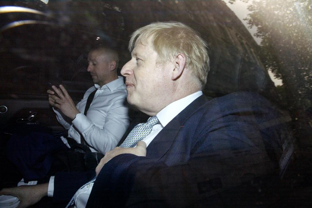 """Brexit: Boris Johnson contre-attaque et plaide pour """"une sorte d'accord"""""""