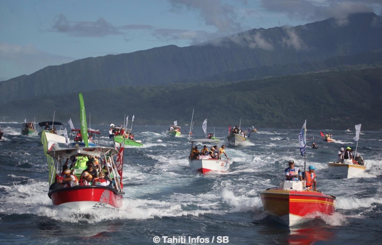 Les bateaux suiveurs génèrent des vagues, ils ont donc l'obligation de respecter une distance de sécurité de 25 mètres