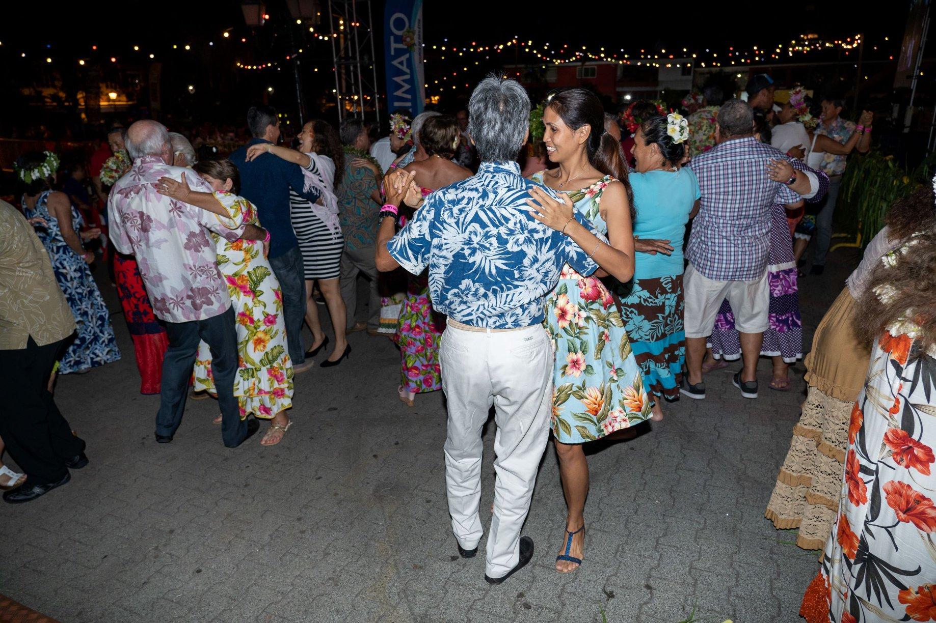Les deux premières éditions du bal braditionnel du Tiurai ont rassemblé plus de 800 convives dans les jardins de la mairie de Papeete.