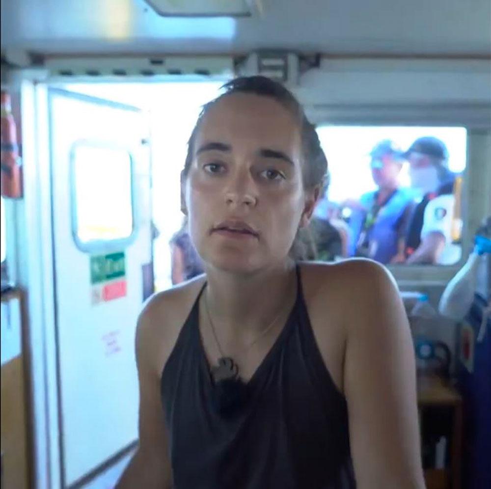 """Héroïne pour les défenseurs des migrants, """"emmerdeuse"""" pour le ministre italien Matteo Salvini, Carola Rackete, la jeune capitaine du Sea-Watch, a bravé mercredi l'interdit et la prison pour faire débarquer les 42 migrants qu'elle avait secourus il y a deux semaines."""