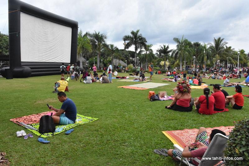 A partir de 18 heures, le dessin animé Moi, Moche et Méchant 3 a été projeté sur grand écran dans les jardins de Paofai.