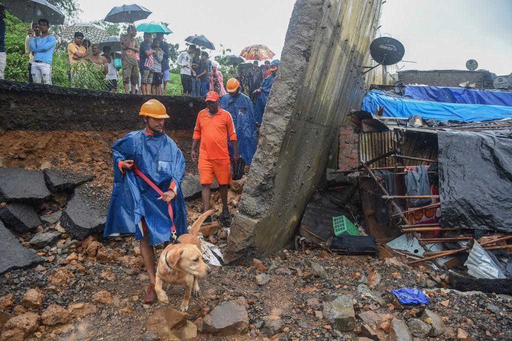 Mousson en Inde : 21 morts dans l'effondrement d'un mur à Bombay