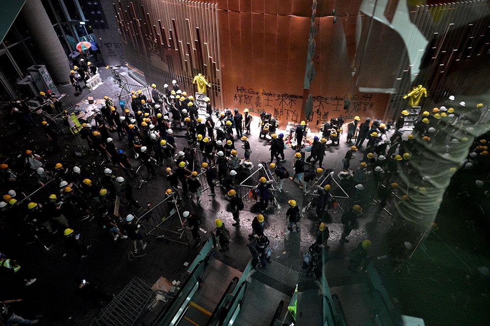 """""""On n'a pas le choix"""": à Hong Kong, des jeunes prêts à tout pour se faire entendre"""
