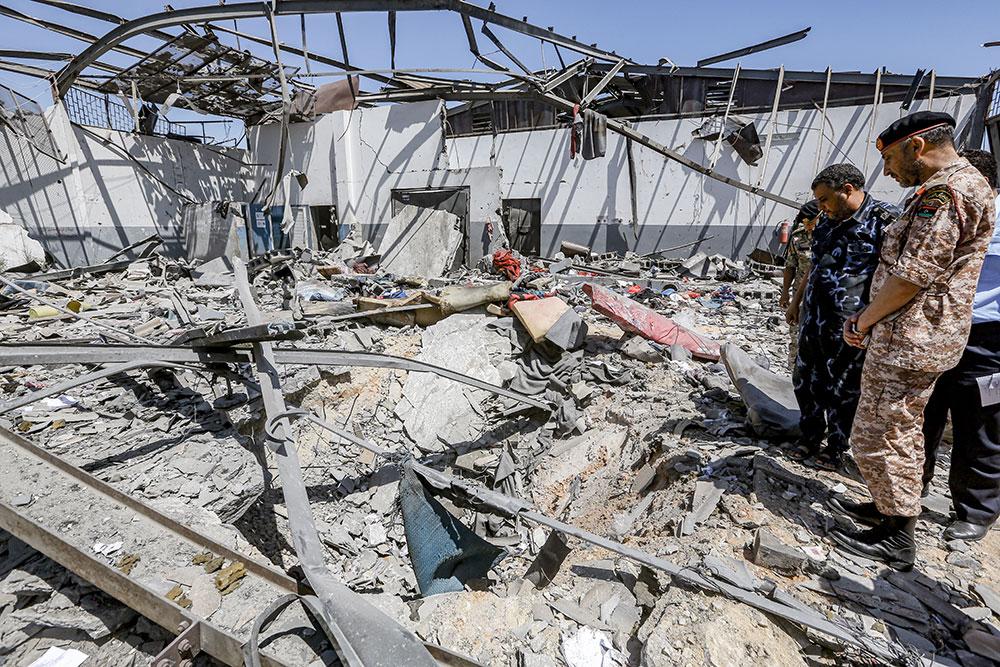 Carnage dans un centre pour migrants en Libye, visé par un raid aérien