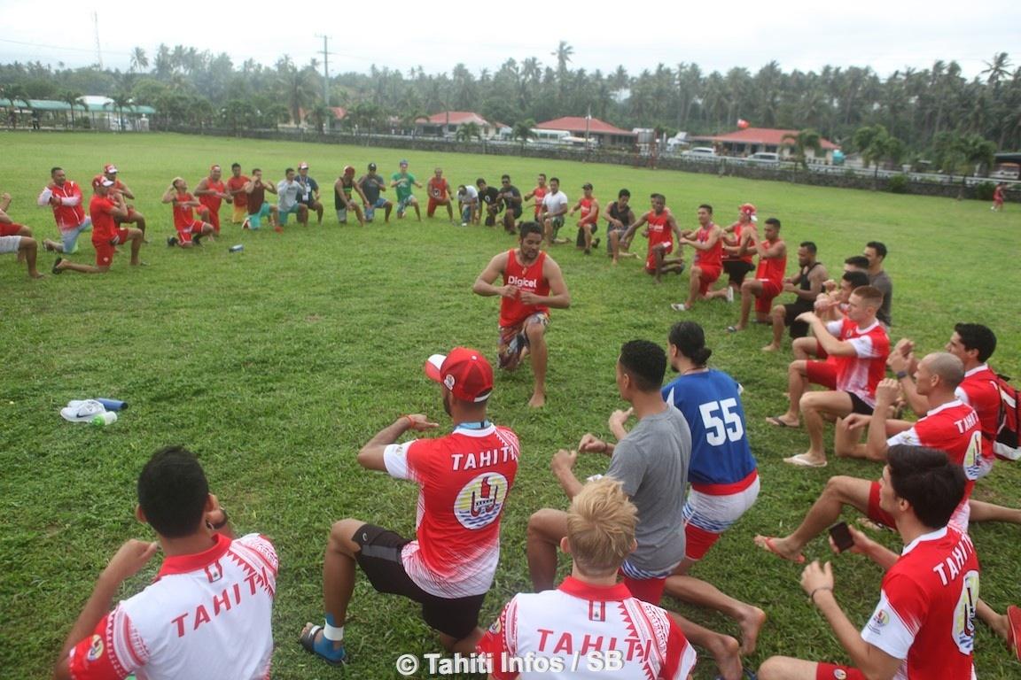 La délégation de Tahiti en répétition pour son haka