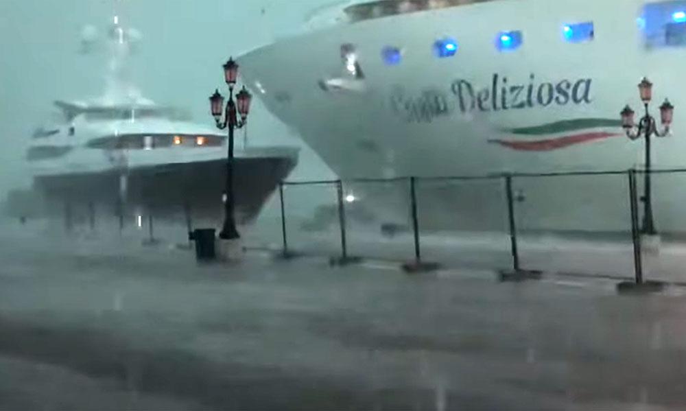 Venise: nouvel accident évité de justesse avec un bateau de croisière géant