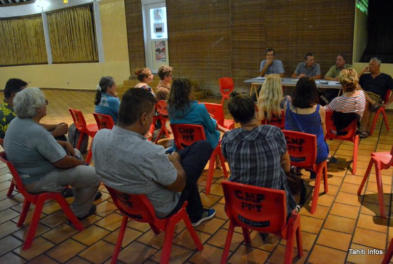De nombreux jeunes écrivains sont venus à la rencontre de l'association d'auteurs Tāparau, qui se donne pour mission de soutenir les auteurs locaux, qu'ils soient déjà publiés ou qu'ils aspirent à l'être un jour.