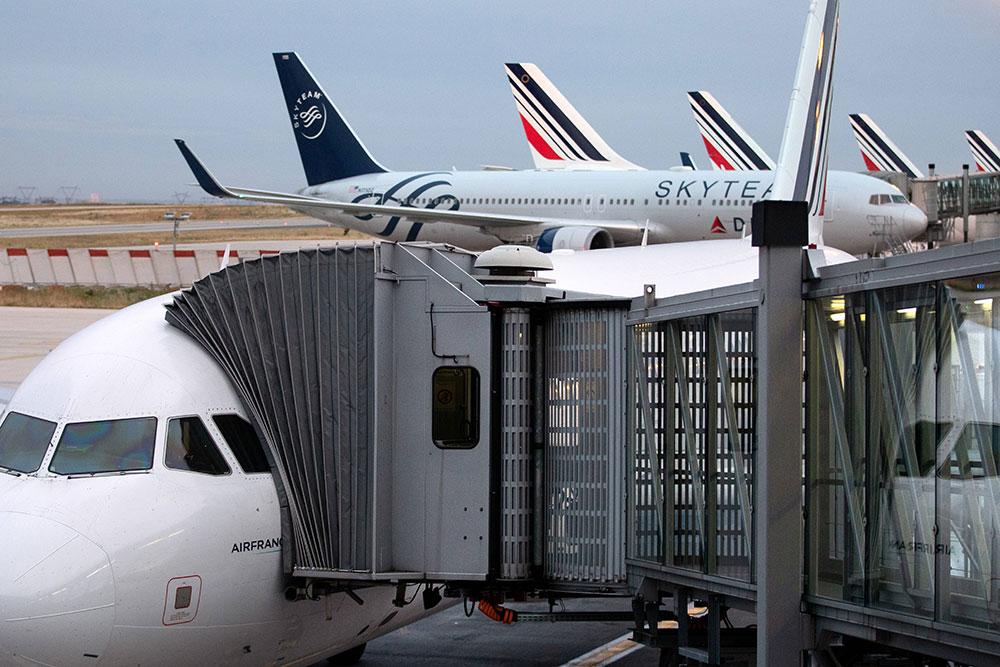 Le gouvernement va alourdir les taxes sur le transport aérien et routier