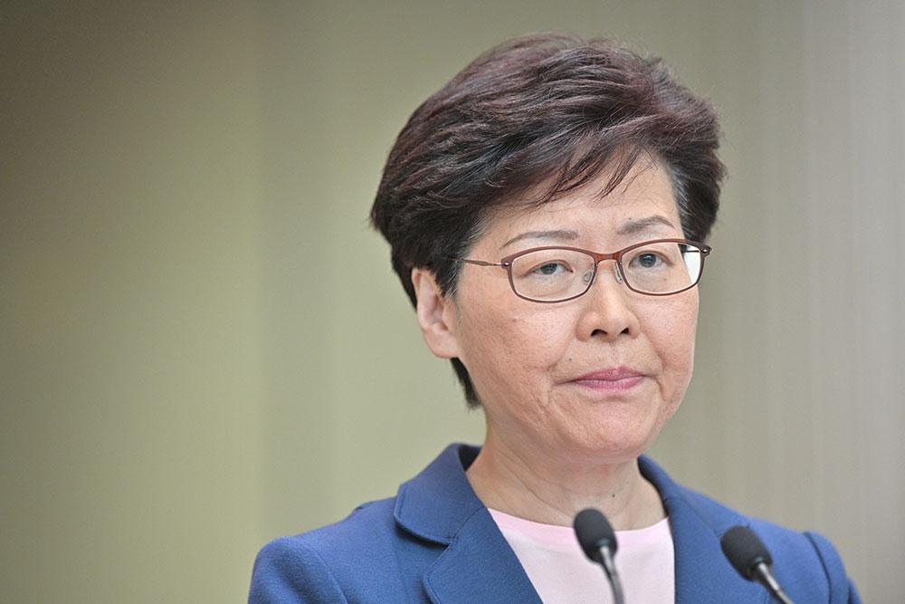 """Hong Kong: l'exécutif annonce la """"mort"""" du texte sur les extraditions, sans convaincre"""