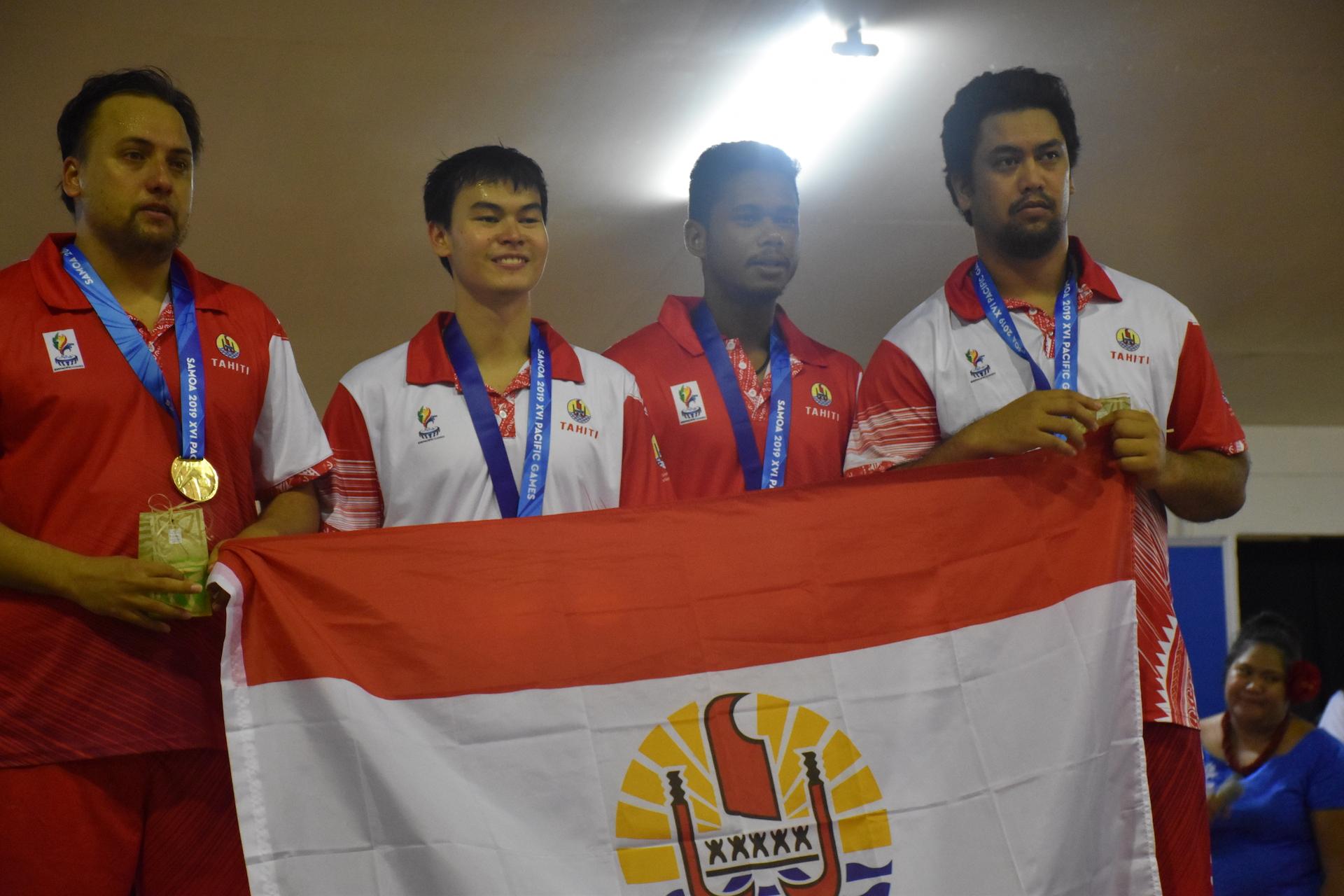(de gauche à droite) Yvan Perromat, Kenji Hotan, Océan Belrose et Matahi Tarano représentent Tahiti en tennis de table pour ces XVIe Jeux du Pacifique.