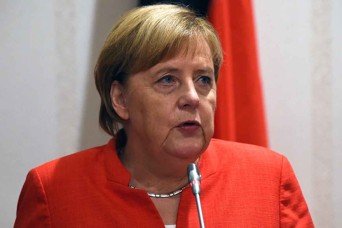 """Merkel assure aller """"très bien"""" malgré de nouveaux tremblements"""