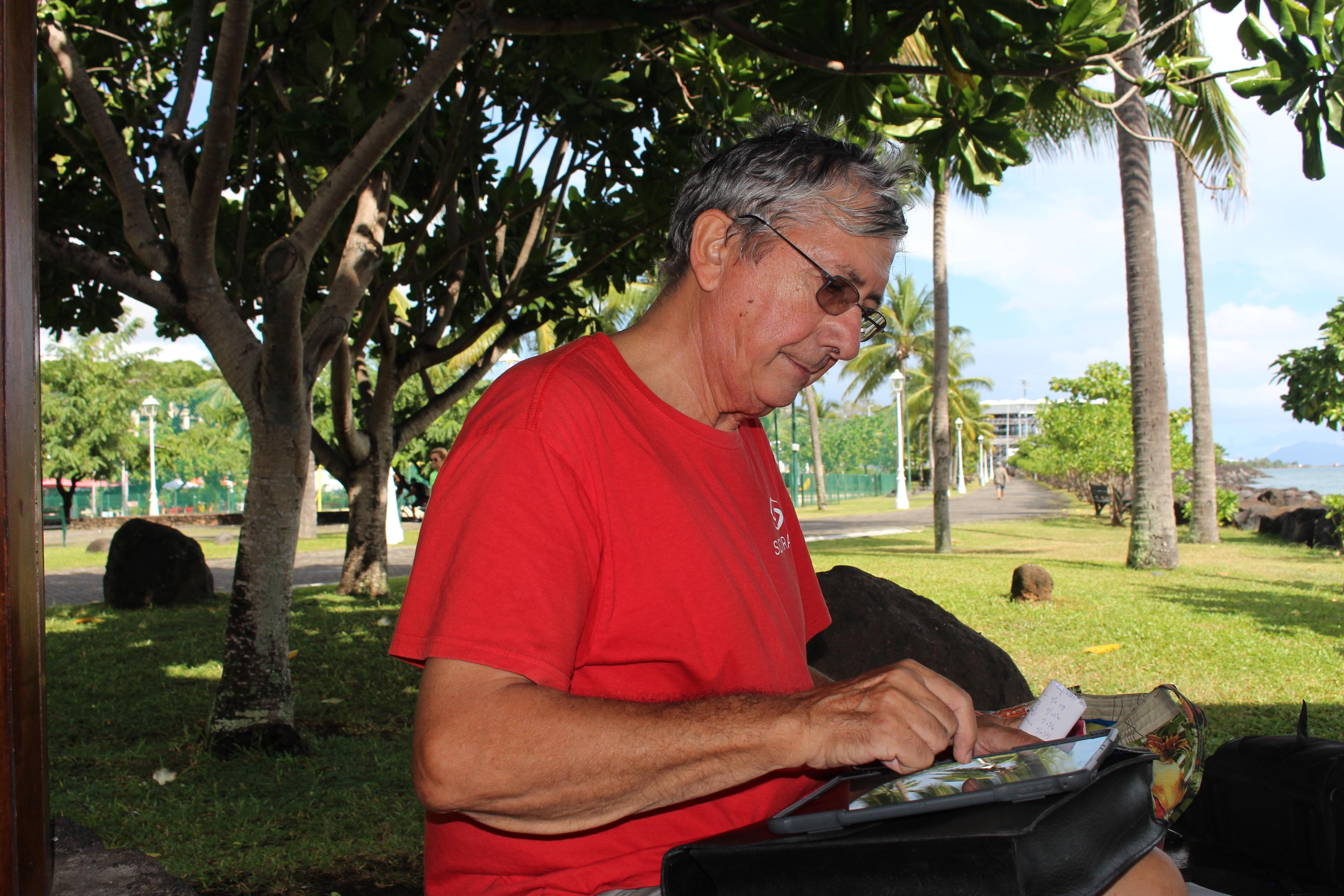 Roger Parodi, membre de la Société d'astronomie de Tahiti (SAT) et de l'association nationale pour la protection du ciel et de l'environnement nocturnes (ANPCEN).