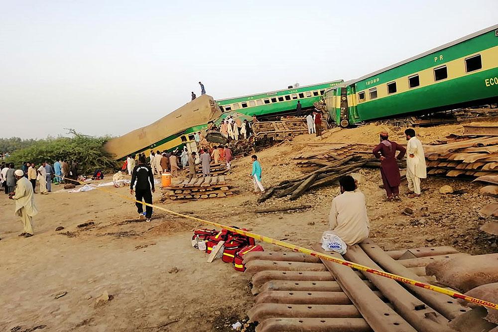 Pakistan: au moins 11 morts dans une collision entre deux trains