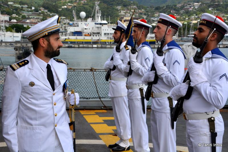 Le capitaine de Frégate François-Xavier Madec a rencontré son nouvel équipage