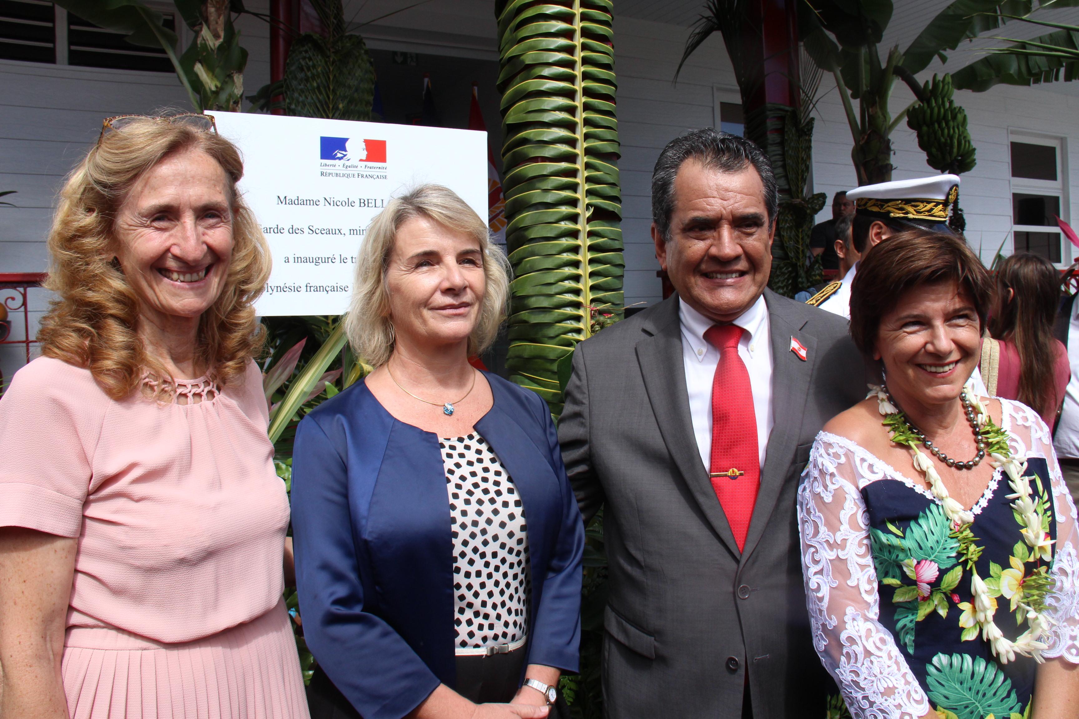 Nicole Belloubet, ministre de la justice, Cécile Lingres, présidente du TPI de Papeete, Laëtitia Ellul, présidente du tribunal foncier et le président du Pays, Edouard Fritch.