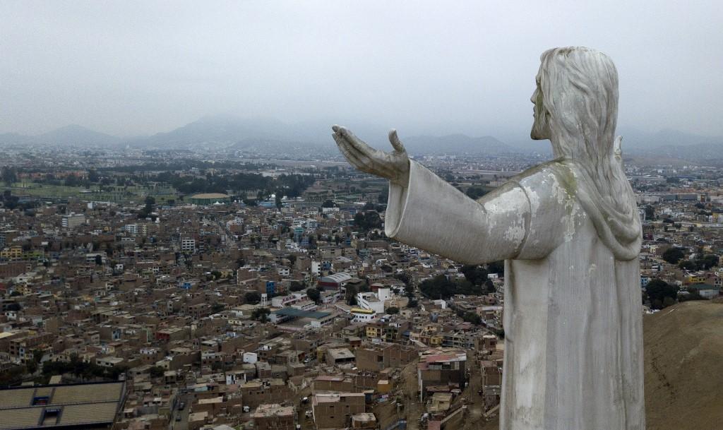 """Au Pérou, l'encombrant """"Christ de la corruption"""""""