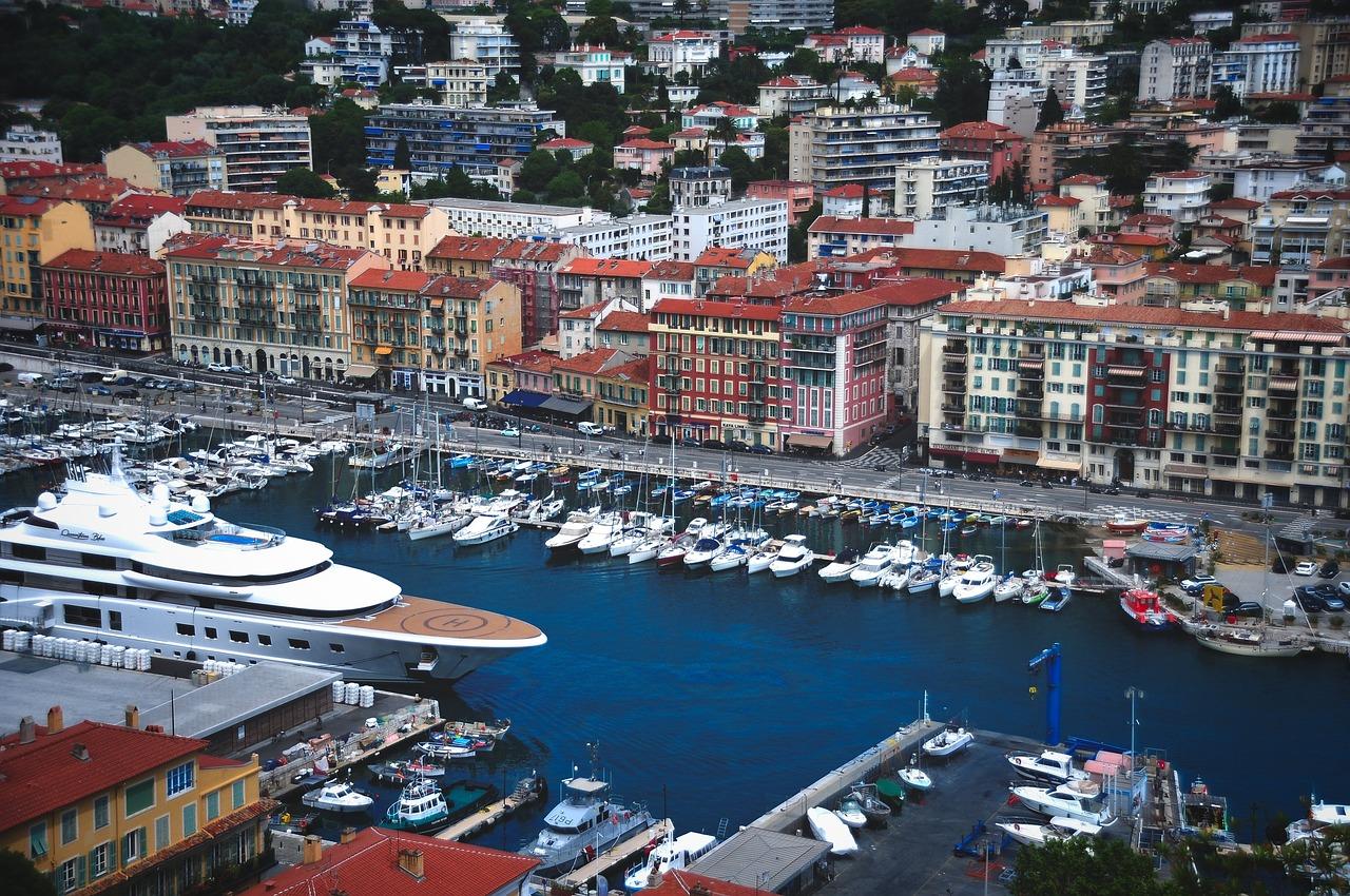 Nice: la pollution au port bientôt mesurée par des capteurs chez les riverains