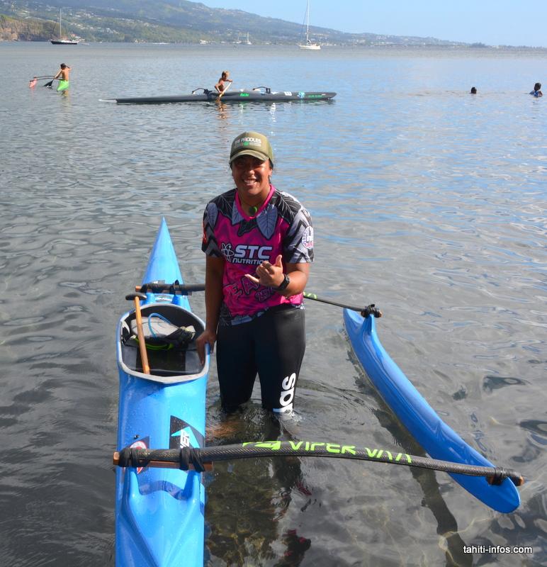 La gagnante des Aito Taurea femmes est la néo zélandaise, Makayla Timoti, 18 ans. Elle avait gagné la course Aito de Aotearoa et gagné sa place pour la course à Tahiti… Elle ne sera pas venue pour rien! Elle représentera son pays en équipe aux championnats du monde (mais pas en V1, tant mieux pour nous). Elle nous assure que la génération suivante de rameuses néo-zélandaises est encore plus forte qu'elle… Notons aussi que la deuxième de sa course est une Australienne.