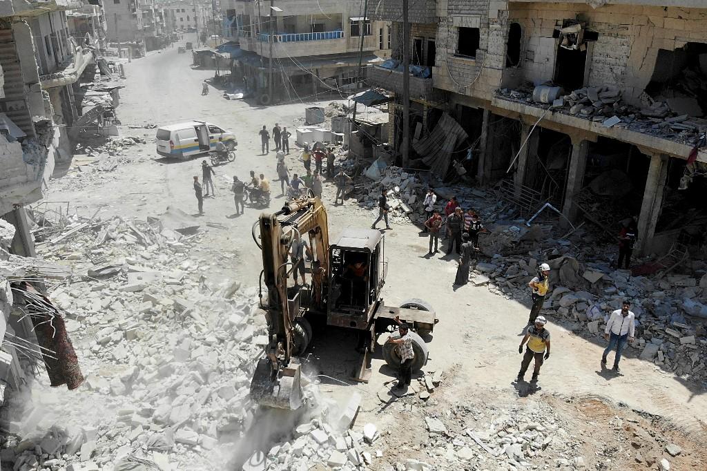 Syrie: 27 morts dans des raids russes sur un marché, Moscou dément