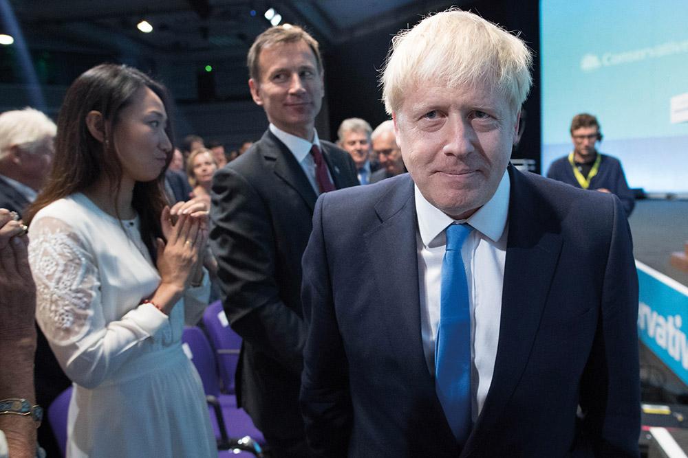 Boris Johnson, chantre du Brexit, obtient les clefs de Downing Street