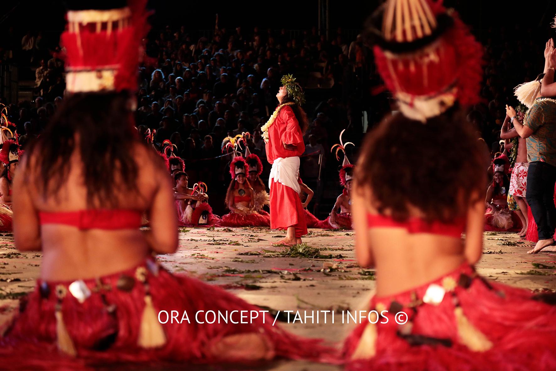Les membres de la troupe O Tahiti E a rendu hommage à Marguerite Lai qui a fait ses adieux au Heiva.