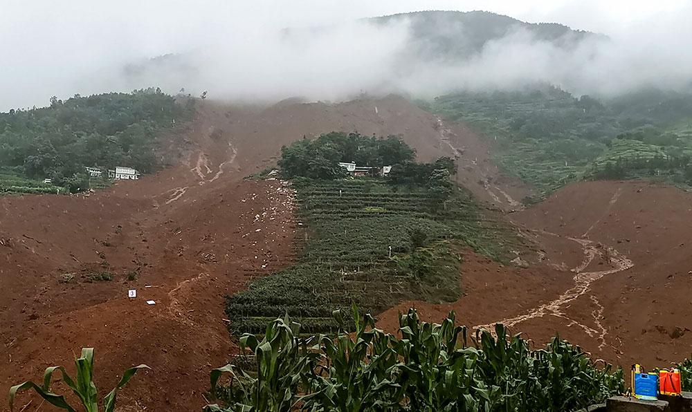 Chine: un glissement de terrain fait au moins 13 morts