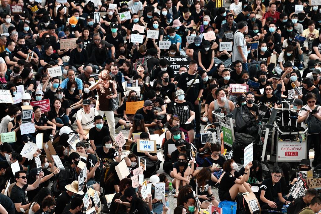 Hong Kong: manifestation à l'aéroport pour sensibiliser aux revendications démocratiques