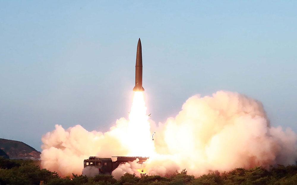 """La Corée du Nord enchaîne les essais militaires, """"pas de problème"""" pour Trump"""