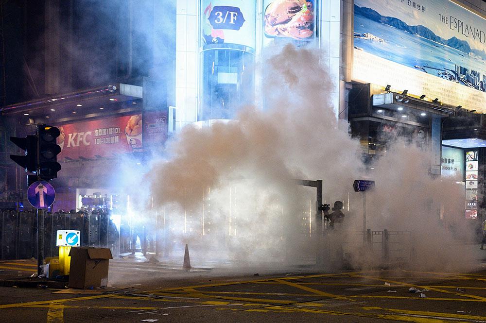 Manifestations, grève et blocage du métro plongent Hong Kong dans le chaos