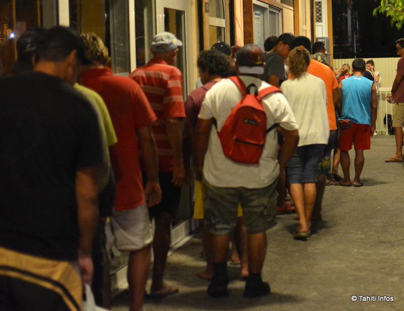 L'association Te Vai-ete – Caritas Polynésie est mobilisée pour aider les personnes en grande précarité, voire sans domicile fixe, de Tahiti. Elle leur offre des repas (en photo), des consultations médicales, un suivi psychologique et des lieux pour dormir comme la Cathédrale de Papeete. C'est elle qui a révélé que 6 personnes sans-abris sont mortes à Tahiti depuis le début de l'année.