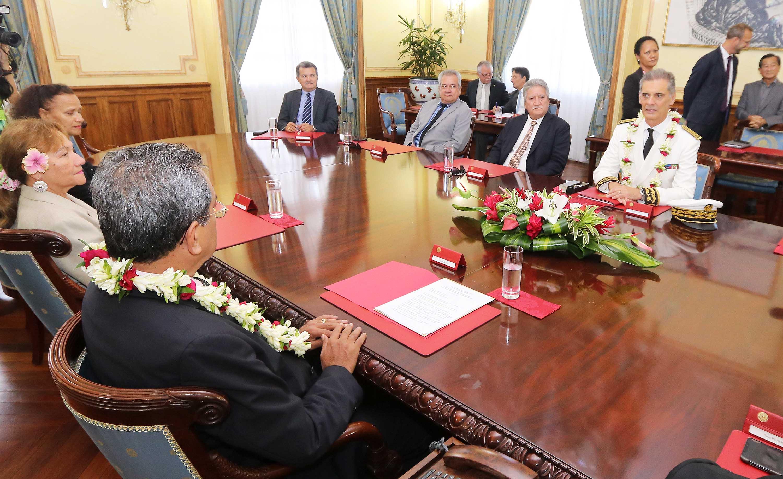 Le président Edourad Fritch a présenté son gouvernement au nouveau haut-commissaire, Dominique Sorain.@Présidence de la Polynésie française