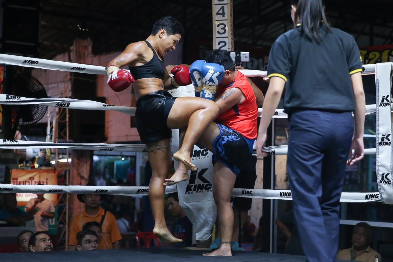 Anna gagne par TKO en Thaïlande