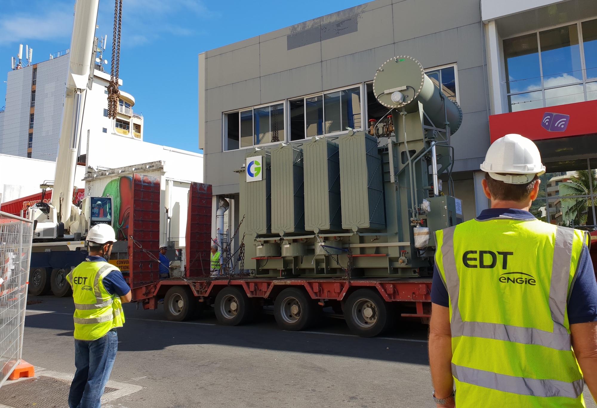 EDT change un transformateur de 40 tonnes à Vairaatoa