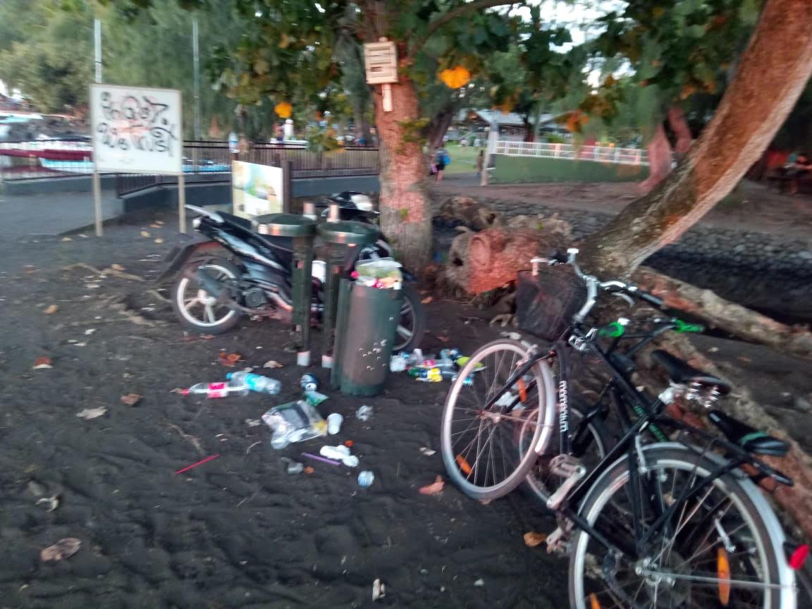 Les poubelles de la Pointe Vénus débordent
