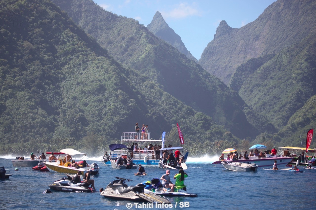 Deux jours de gros surf à Teahupo'o samedi et dimanche...
