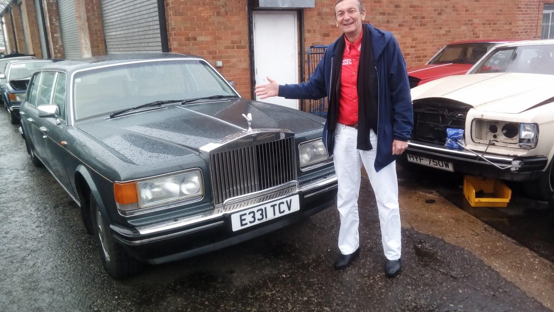 René Hoffer et la Rolls Royce de collection (ou d'occasion ?) qu'il essaie d'importer.