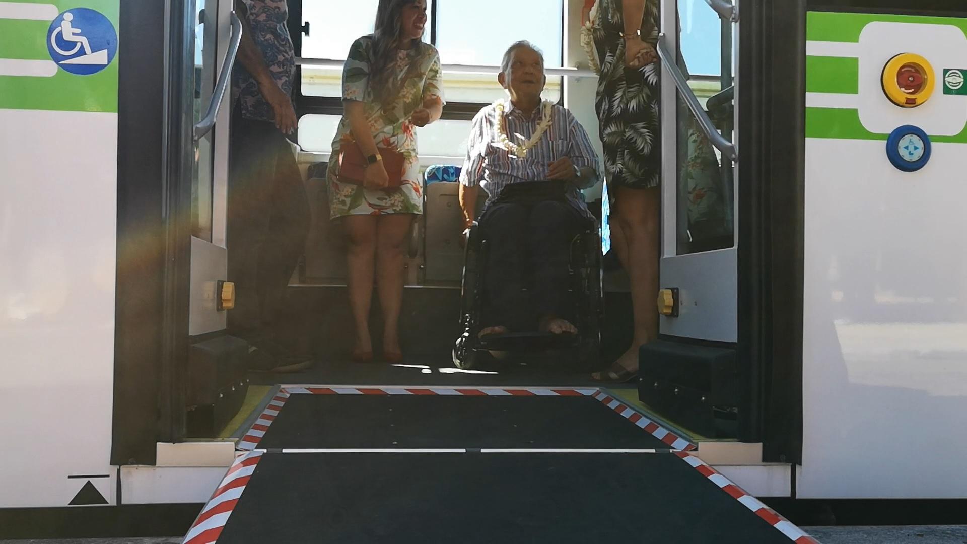 Ces nouveaux engins sont également équipés pour recevoir les personnes à mobilités réduites (PMR). Avec une zone délimitée, des sièges dédiés, une rampe d'accès et l'abaissement de la garde au sol.