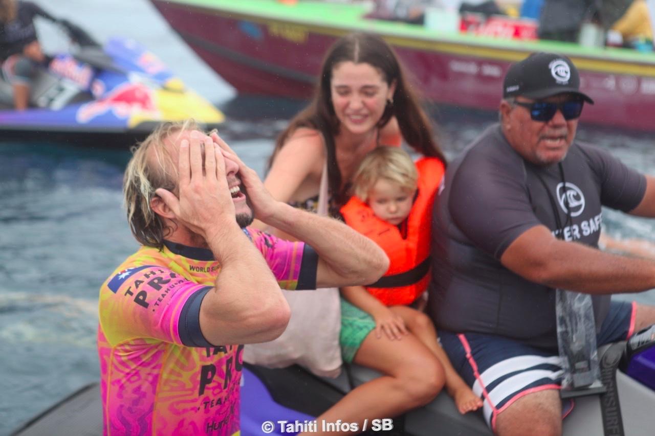 Grosse émotion pour Owen Wright devant sa petite famille