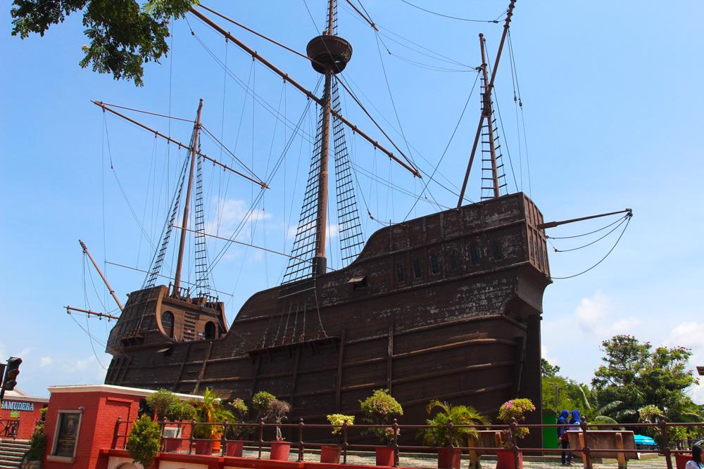 Le musée maritime de la ville a été construit dans cette réplique d'une caraque portugaise.