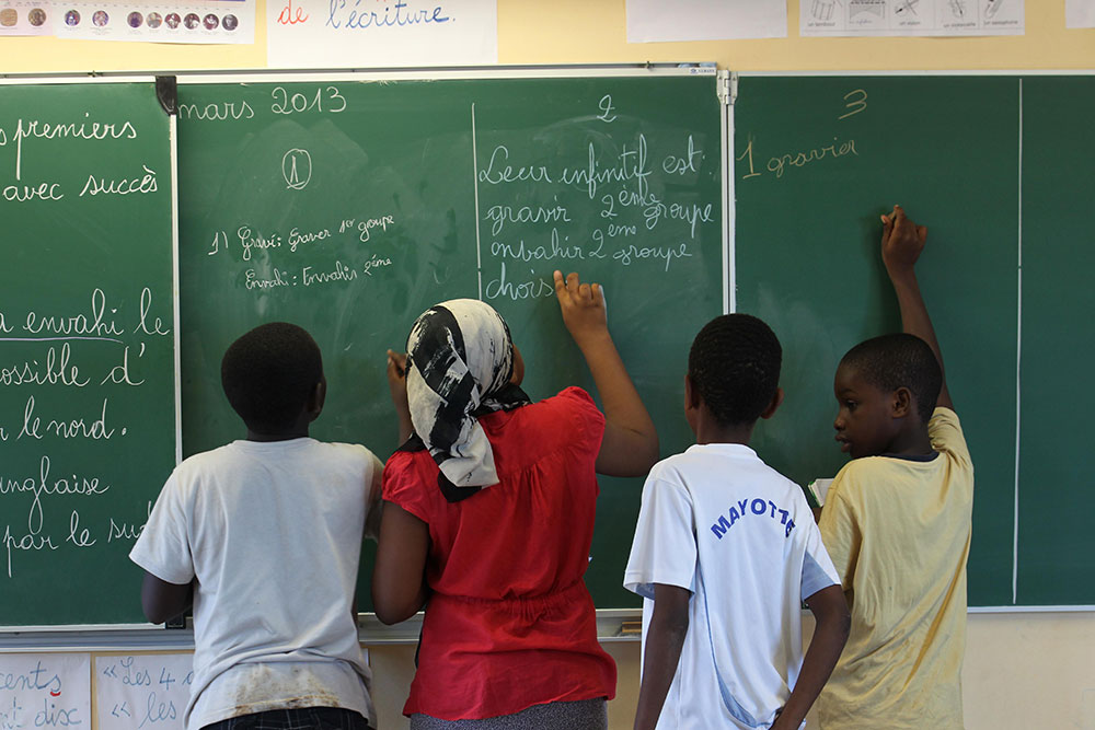 Le défi colossal de la scolarisation dès l'âge de trois ans à Mayotte