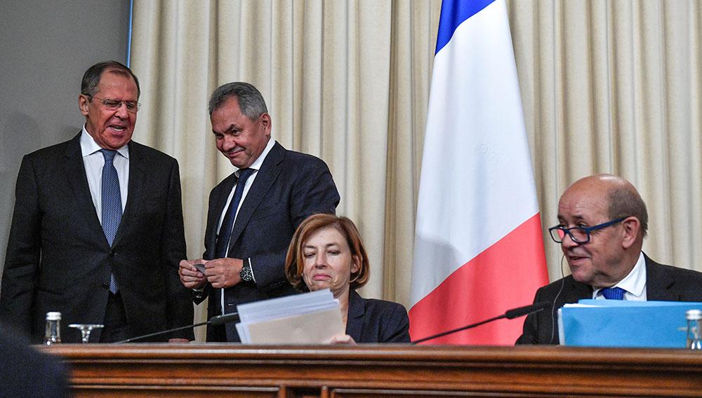 """A Moscou, les ministres français plaident la détente et la fin de """"la défiance"""""""