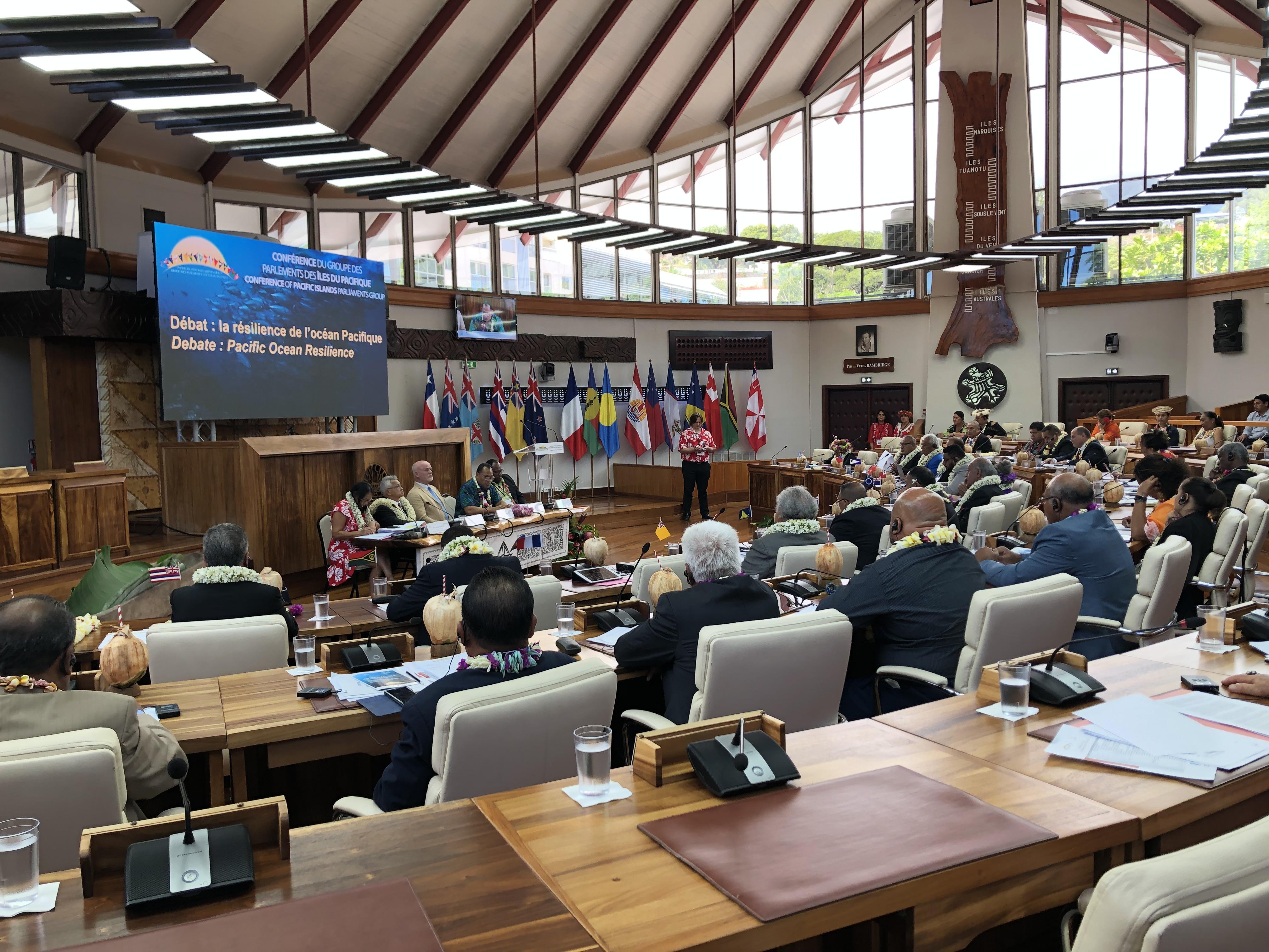 Les représentants de l'assemblée de la Polynésie française ont laissé leur place dans l'hémicycle à des parlementaires originaires de 16 pays du Pacifique.