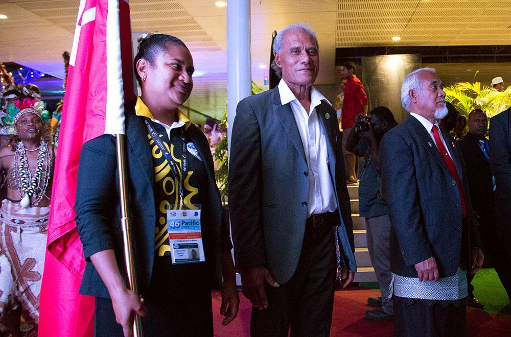 Le Premier ministre des îles Tonga Akilisi Pohiva (centre) est décédé jeudi matin.