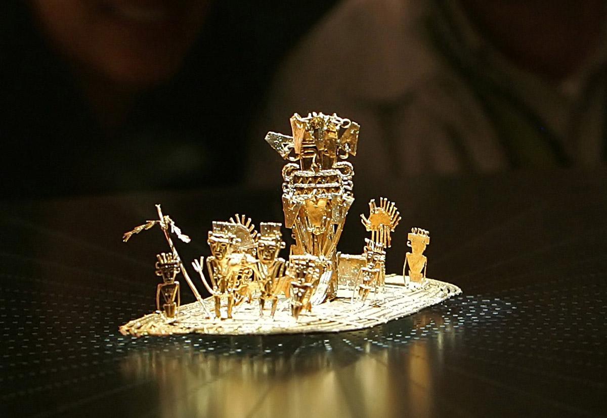 Une pièce unique, trouvée à Pasca en 1969, la représentation en or massif du fameux radeau d'or sur lequel un roi (le zipa de Bacata) se déplaçait chaque année, couvert d'or. Il se jetait au milieu d'un lac pour se débarrasser de sa parure et assurer la prospérité de son royaume. Les Espagnols n'ont jamais réussi à vider le lac, malgré des travaux titanesques.