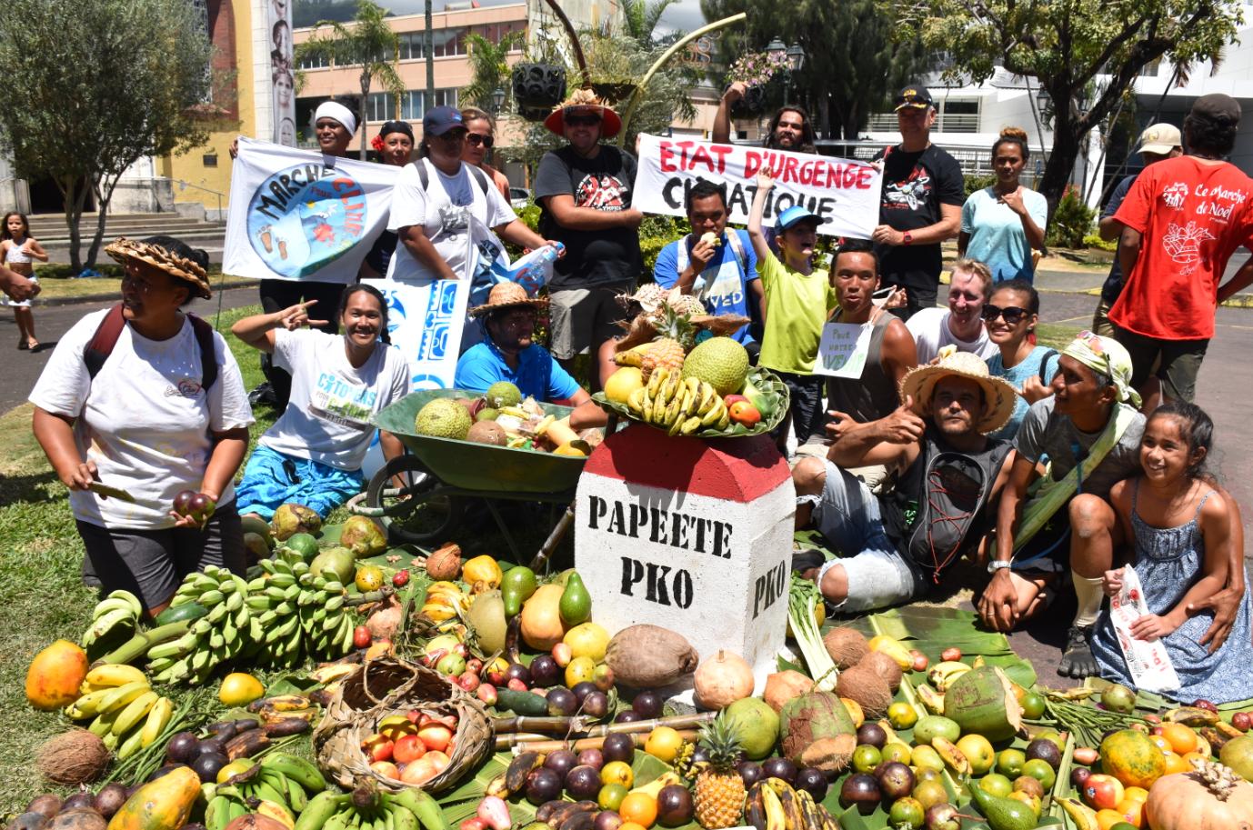 Après quatre jours de marche, le petit groupe d'éco citoyens a bouclé le tour de l'île en faveur du climat, rejoint par des sympathisants.