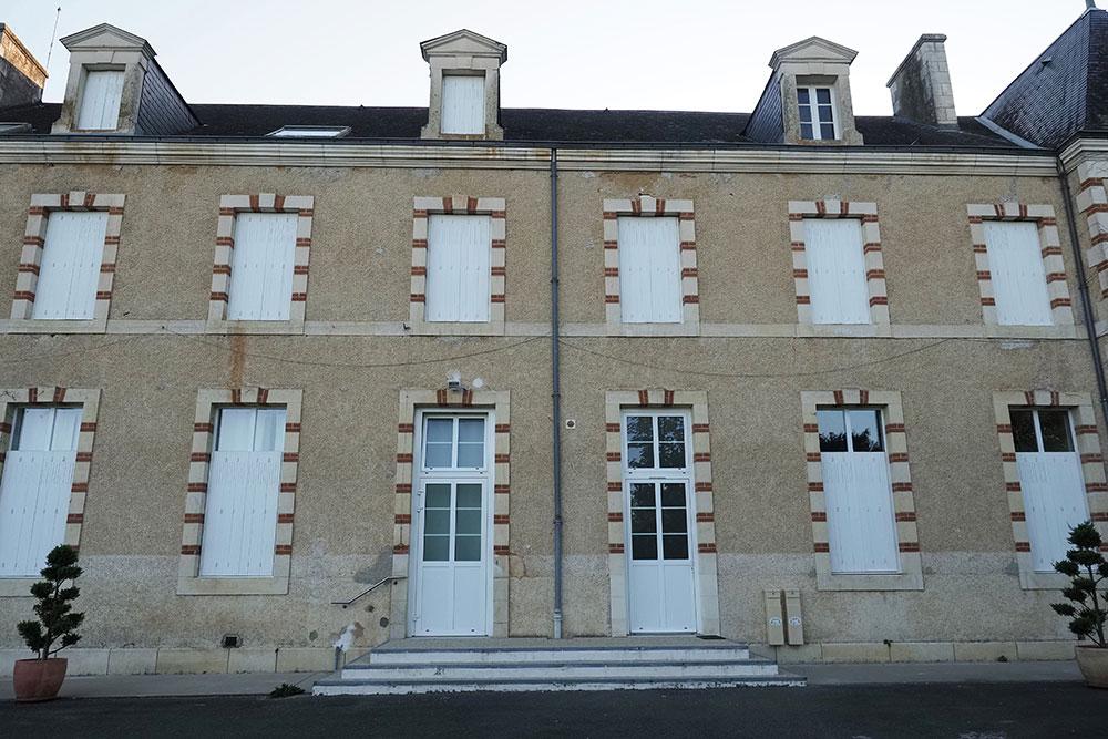 """L'abbaye accueillait un """"essai clinique sauvage"""" sur Parkinson et Alzheimer"""
