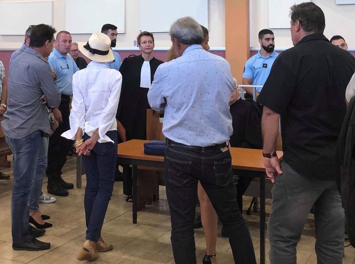 Plusieurs proches de Thierry Barbion sont intervenus en début d'audience pour encadrer l'homme d'affaires dans le box des prévenus et manifester leur solidarité.