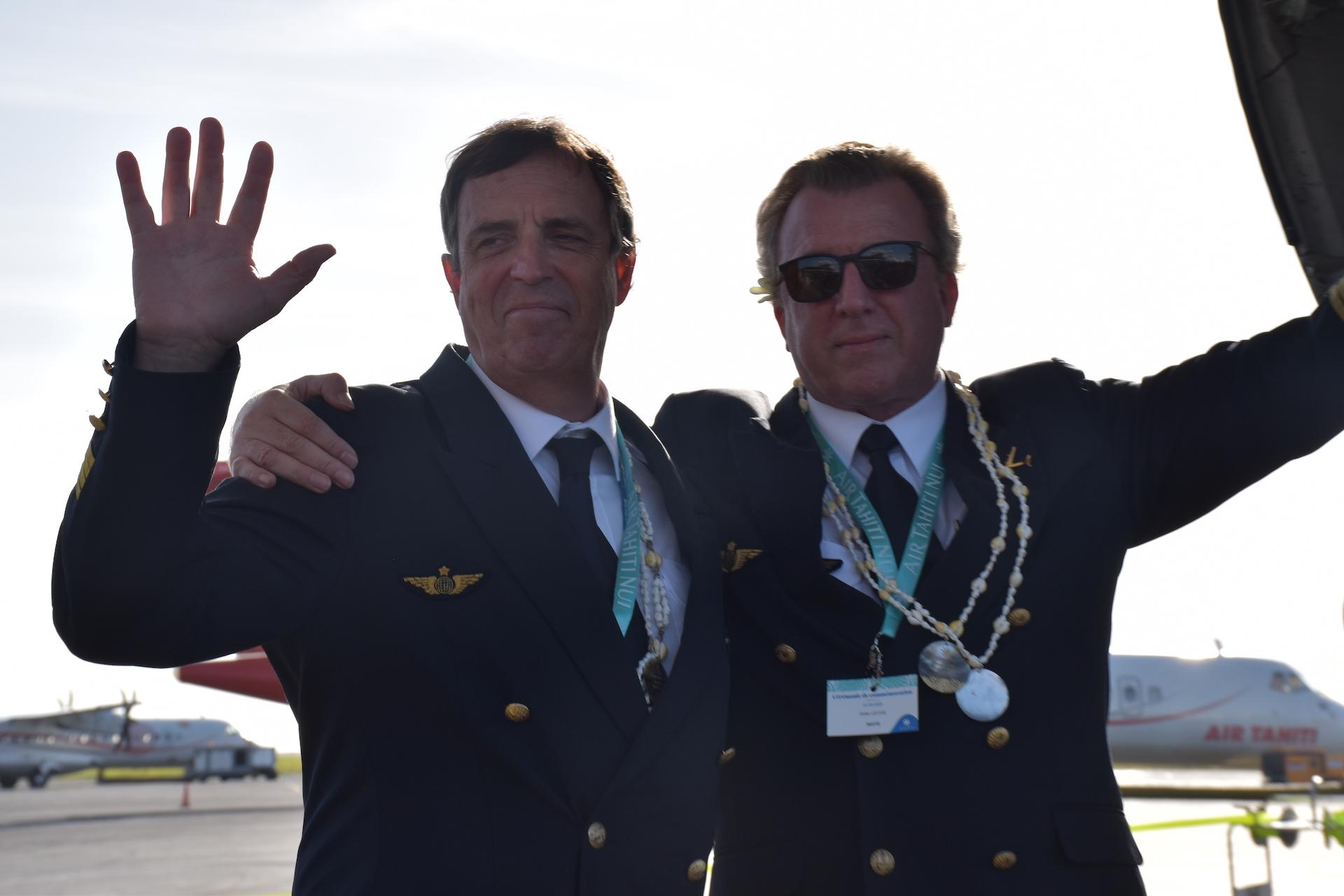Pascal Le Menn (à gauche) et Didier Lecoq seront aux commandes de l'appareil pour le convoyer vers les États-Unis.